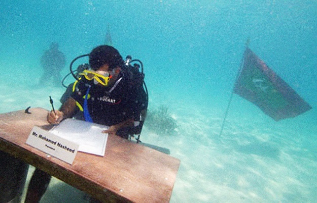President Nasheed underwater cabinet meeting Maldives 2009 copy